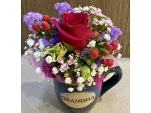 Don't forget Grandma ya - Lovely arrangement in Granny mug