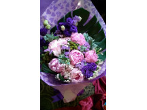 Deluxe size -5 Lovely Peonies bouquet elegantly dressed up