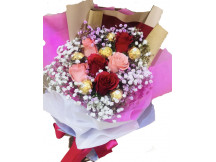 Lovely half a dozen mix roses with Rocher