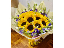 Impressive 9 sunflowers dressed up in a bouquet