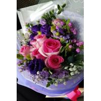 Fresh Look-  Splendid 6 Pink roses with seasonal fillers