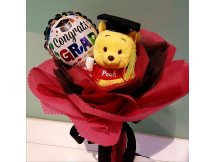 Smart mini Pooh with one graduation ramdon balloon in bouquet style