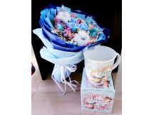 Delight Mum with our exquisite preserved rose bouquet and Mother's day mug