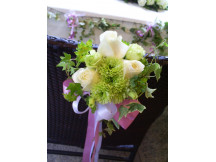 Fresh flower pews white & green theme