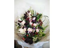 """Exquisite flower bouquets with """"seasonal flowers"""