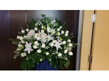 Comforting 100% Fresh Floral Stand-